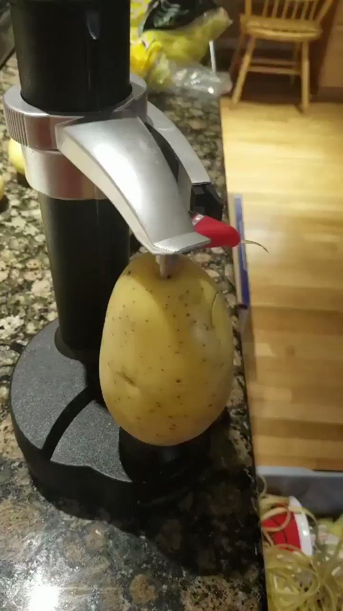 Love this 😍 Electric peeler perfect for anyone with arthritis or even if you just hate peeling.   Retweet if you want one of these 🙌  Get yours here 👇 https://www.amazon.co.uk/gp/product/B011AYWZF2/ref=as_li_qf_asin_il_tl?ie=UTF8&tag=sportingawayd-21&creative=6738&linkCode=as2&creativeASIN=B011AYWZF2&linkId=10e6aa5c5a1e4336d692206a1205a899 …