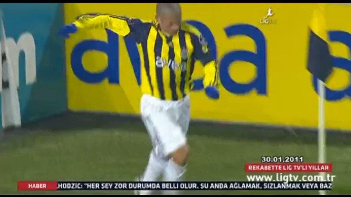 Image for the Tweet beginning: 2010-2011 sezonu şampiyonu Fenerbahçe.