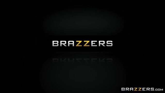 "RT @Brazzers: #UpcomingZZ @Eliza22Ibarra makes her #ZZdebut in ""Schoolgirl Striptease."" 📏 @KeiranLee"