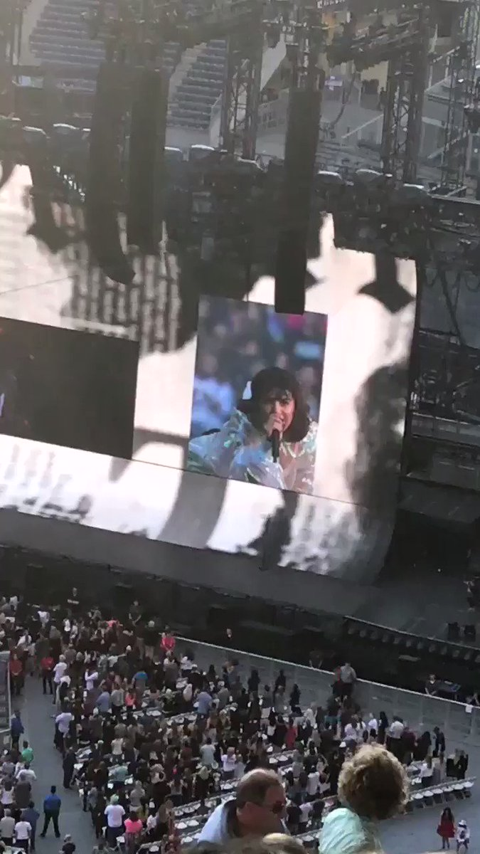 "Charli giving Camila a shoutout ""Get Well Camila"" #repTourSeattle ��https://t.co/20sDCbnpwH"