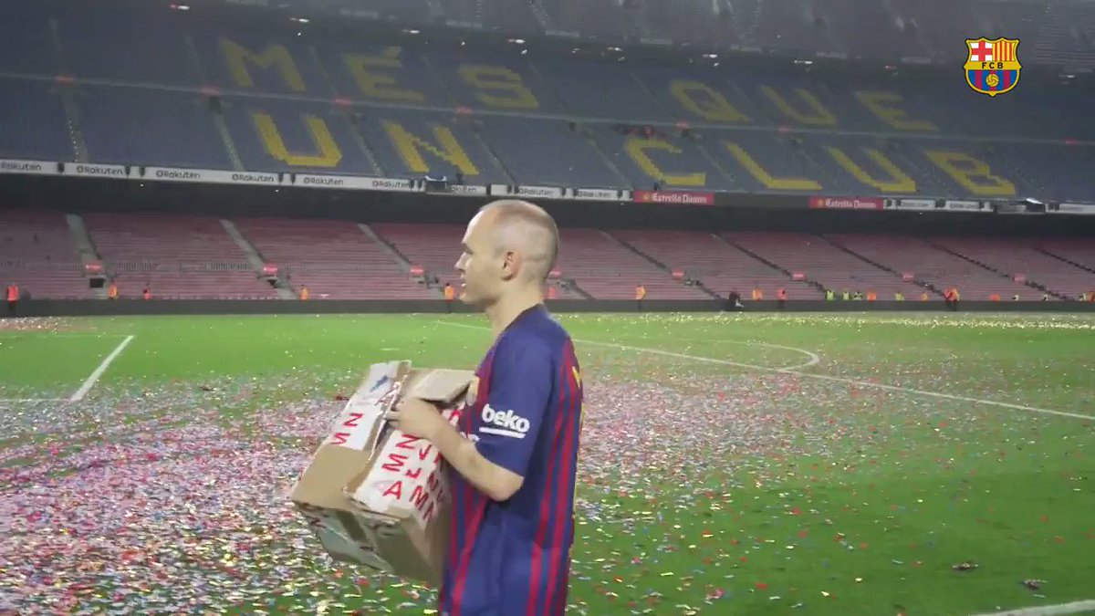 A special something to remember him by! �� ���� #Infinit8Iniesta https://t.co/Q4thpuyfOy
