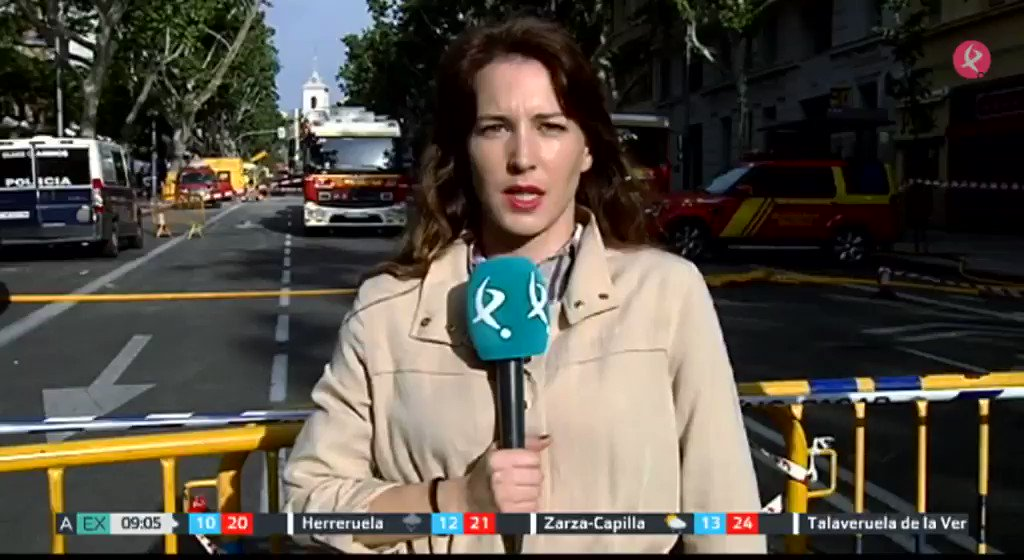 Los trabajos son peligrosos y a contrarreloj, pero aún no se pierde la esperanza de encontrar a los 2 sepultados por el derrumbe de un edificio en Madrid. En #MalpartidaDePlasencia y #Parla sigue con el corazón en vilo. Esta es la última hora👇. #EXN https://t.co/KdvZG82QY5
