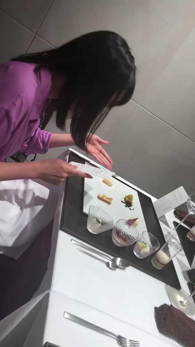 まつかよちゃんがデザートプレートの説明を読み上げてくれるのが可愛くて💕 本当にちゃんとアナウンサー🎤だったんだね😆  #フレンチレストラン #takumi #西麻布