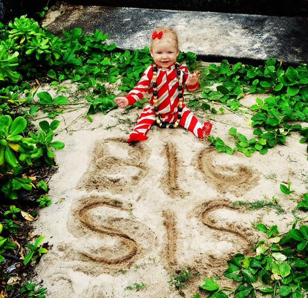 Jessica Simpson  - Merry Christ twitter @JessicaSimpson