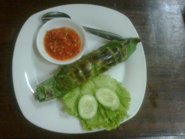 Long weekend sempetin makan di iga biga, new menu nasi bakar iga, cuma 10rb aja http://t.co/KC4jNhIc