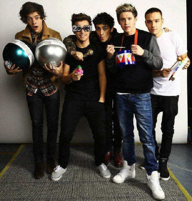 Why are @onedirection so perfect !!! #proudDirection #Lovethem PS happy birthday @Louis_Tomlinson ! http://t.co/H6TYWDHJ
