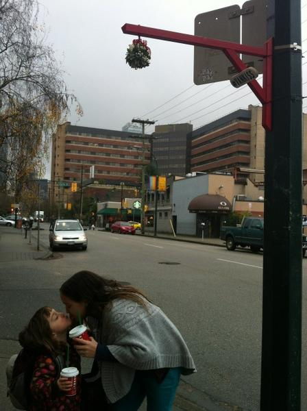 Awesome public mistletoe on Thurlow St in #Vancouver! Thank you for the Christmas Eve fun #VanKiss! http://pic.twitter.com/G8Yt55JE