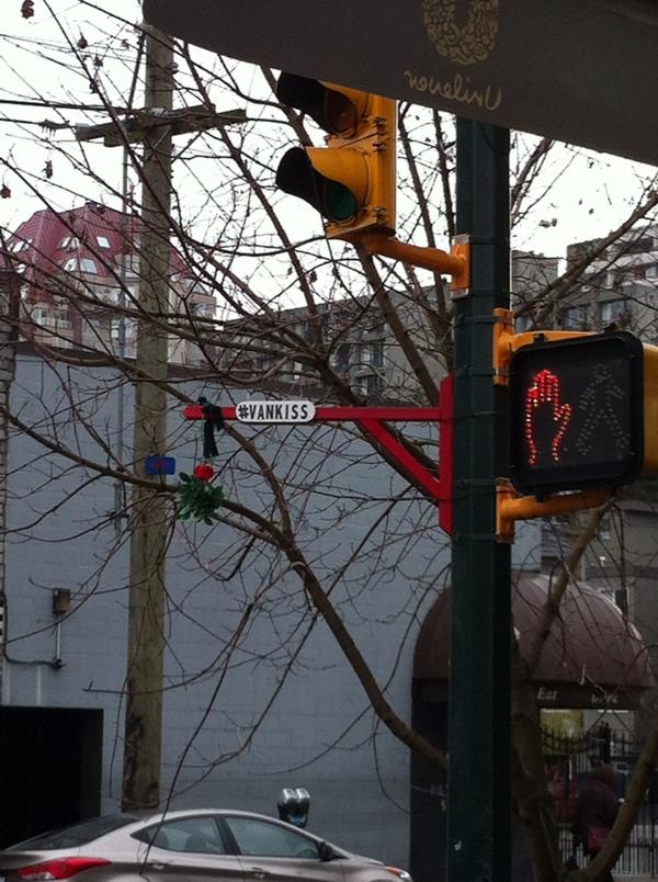 Christmas spirit in Vancouver. I can think of someone I'd like to give a #vankiss to @batsnotincluded http://pic.twitter.com/dMDotI04