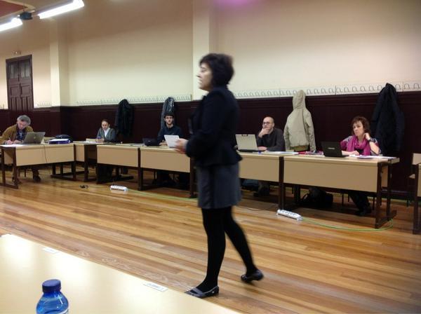 #redessocialesvitoria Comenzamos el curso sobre redes sociales en la #UNED de Vitoria: Sara Osuna http://pic.twitter.com/nDF8CPYs