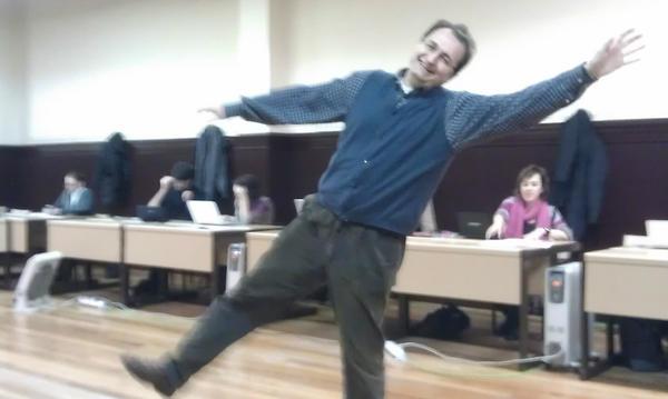 RT @roberto_aparici: #redessocialesvitoria @TFeliz y las nuevas  formas de aprender y enseñar.Ajustaros los cinturones. http://pic.twitter.com/3kg6VvWB