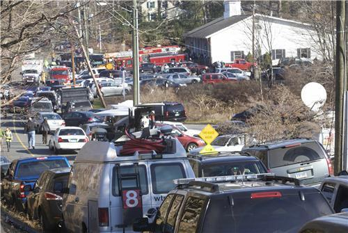 RT @hitsfm: Newtown, Connecticut this morning after the shooting - parents racing towards the school for their children. -Mitch http://pic.twitter.com/3VcyQ9uT