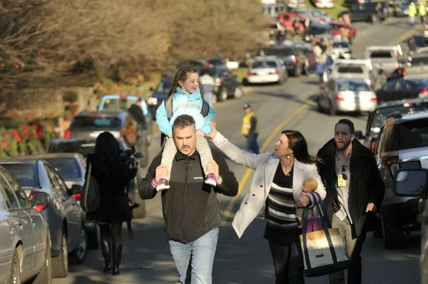 A good ending for at least one family today at Sandy Hook Elementary where 27 were killed today http://pic.twitter.com/GZXPPDFP