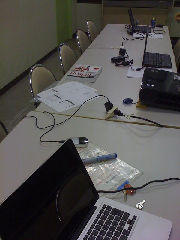 Drupalの話題 昨日Drupal Global Training Day 2012-1214 in Yokohamaを開催しました 3名の応募 また来年もDrupal Association の企画があれば開催します http://pic.twitter.com/IQxYWLSI