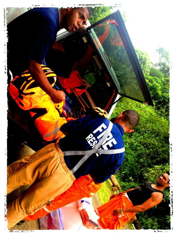 Gearing up.... #LeGo! #VFR #FireRescue #TCEvan #FijiVolunteer http://pic.twitter.com/4L4oEktr