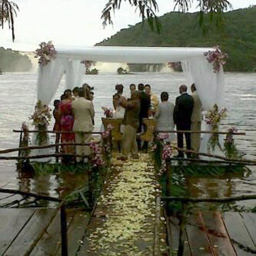 La boda de Pastor Maldonado fue muy sencilla... ¡EN CANAIMA! http://pic.twitter.com/vSmVRQdt
