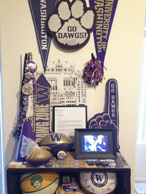 """The Shrine"" in my apartment! #mygohuskies http://pic.twitter.com/XOQaM8nN"
