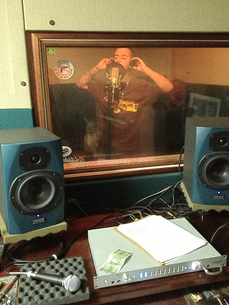 studio in the booth picture don pini xolombia medelin image