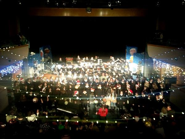 Full concert choir, both bands, and program alumni on stage now http://pic.twitter.com/ihdPOF1P