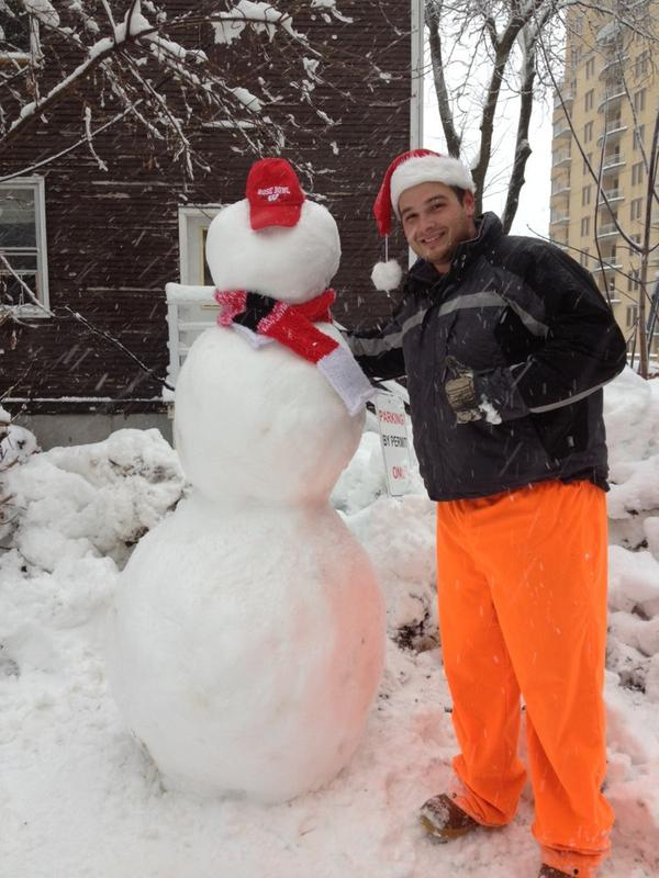 @UWMadison Both @mdberg and our snowman are excited for the #snowday and the #rosebowl! #StormDraco pic.twitter.com/6LDkgAqf