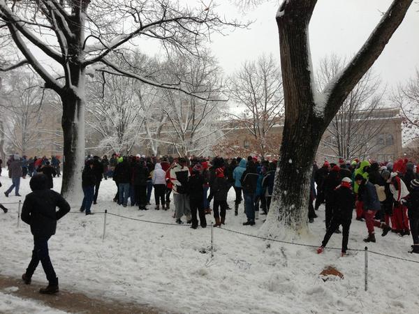 @UWMadison snowball fight #BascomHill2012 Lakeshore vs Southeast!! pic.twitter.com/AG13PV6w