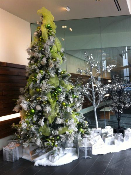 @WSJNY @WSJ @JuniperNetworks Love our gorgeous holiday display! http://pic.twitter.com/DcahDC61