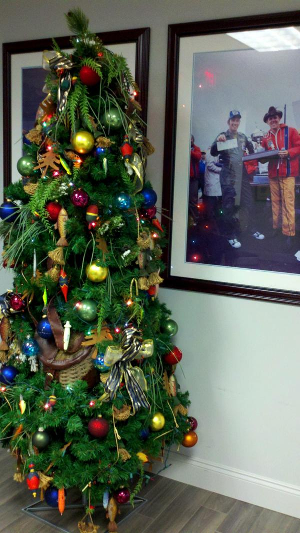 "@WSJNY Bet you don't see many ""fishy"" decorations! We like to see #bigbass on our @BASS_nation Christmas tree #WSJdecor http://pic.twitter.com/a1I1er9h"