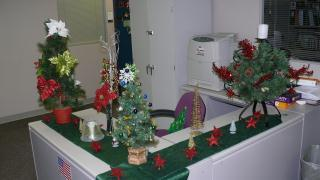 MJHS is definitely in the holiday spirit @WSJNY! This desk in the legal and quality management department is proof! http://pic.twitter.com/UEmcFSAF