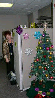 Pat from MJHS Finance peeks out for a quick hello to @WSJNY, before going back to work. Merry, happy, jingle, jangle! http://pic.twitter.com/961oe4gQ