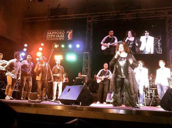 Epic finale @ SAPPORO CITY JAZZ  - singing BV's with Cheryl Lynn & @orayo (Ray Parker Jr) on guitar. Amazing night! http://t.co/jAbQrNW8