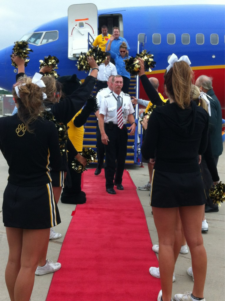 RT @CAKairport: Check out this red carpet entrance! #CAKSWA http://t.co/gzTz9jW3