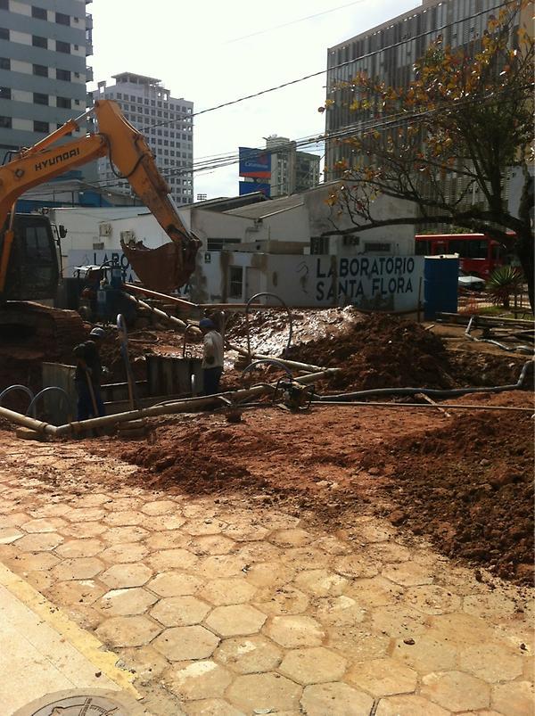 @ClickItajai Seria a primeira estação do metrô em Itajai? O buraco na J.Bauer esta aberto a meses a rua um pantano. pic.twitter.com/vzbKlMNP