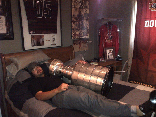 Twitter / keeperofthecup: Drew Doughty back in his bedroom ...