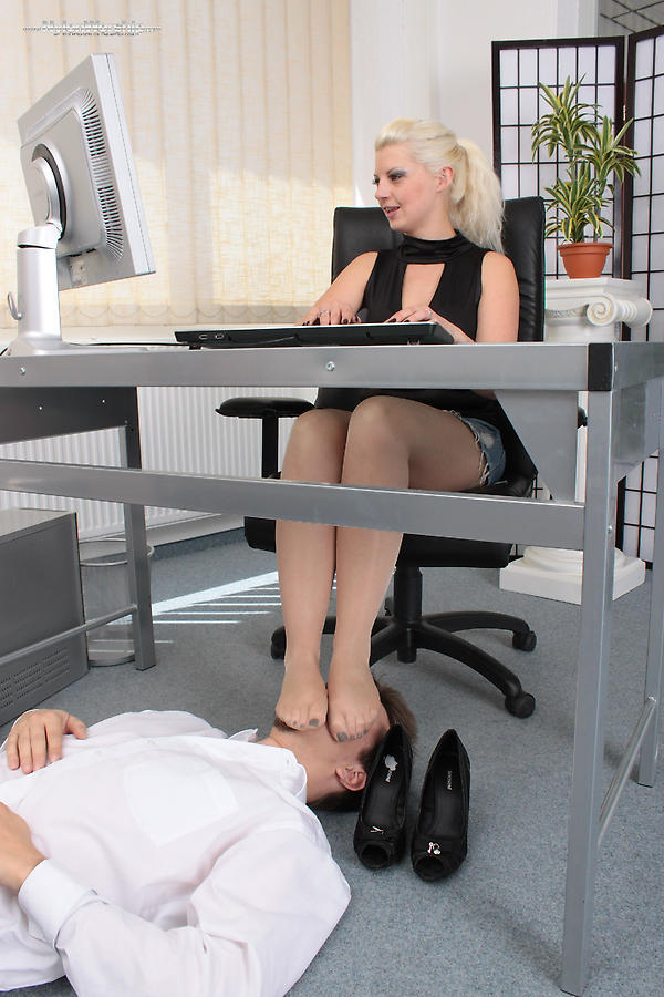 Hot Babe Office Threesome