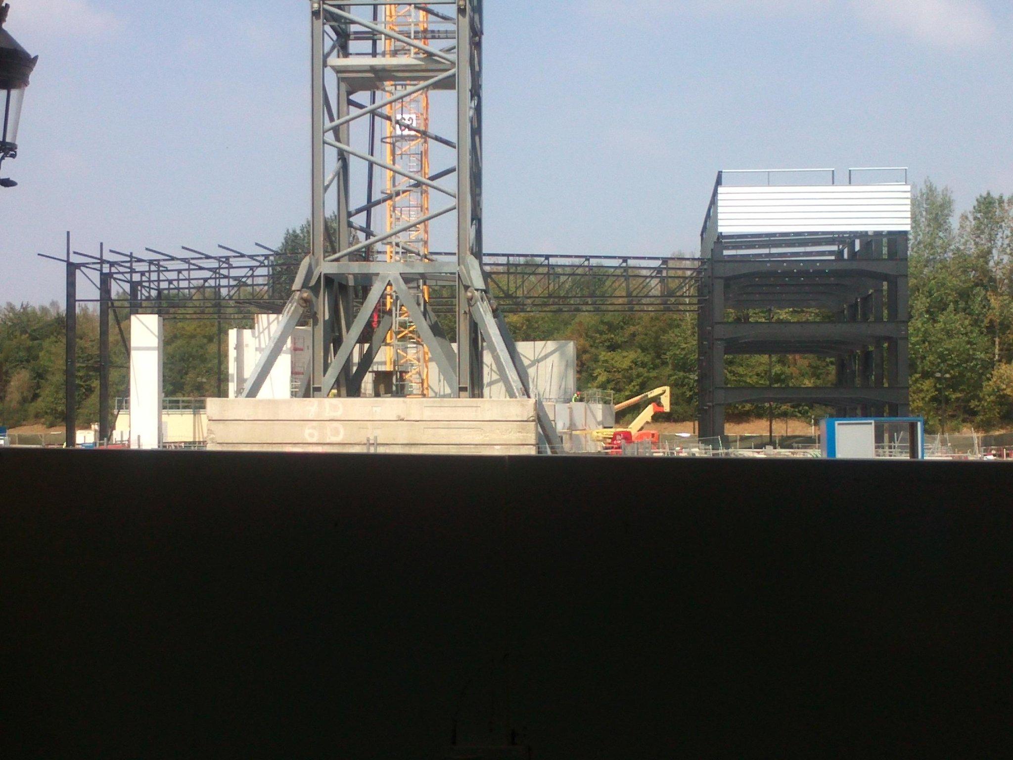 Construction du Dark Ride Ratatouille pour 2014 - Page 37 A19MbwrCYAA40iB