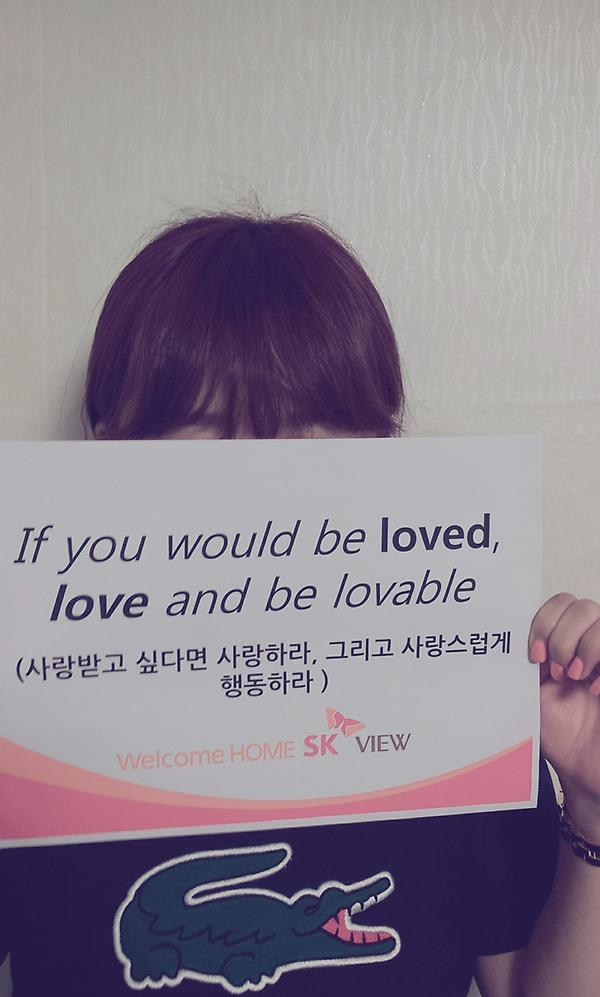SK VIEW플래카드한마디! If you would be loved, love and be lovable 님들도한번도전해봐영 매일5명에게영화예매권줘용 http://t.co/fnXYSO4p http://t.co/5shlTAqR