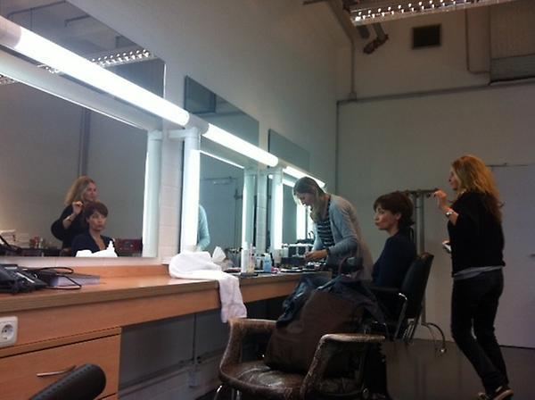 Ann-Marlene Henning sitzt in der Maske bei Tv Total
