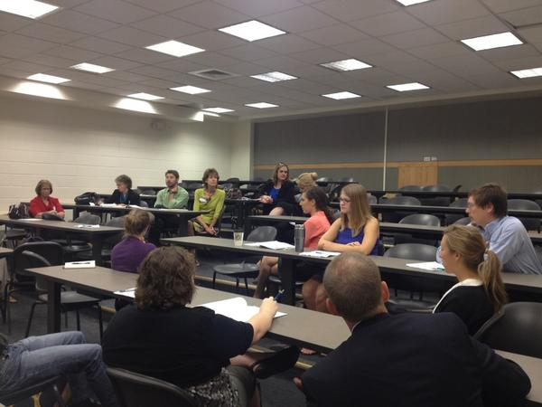 Preservice teachers talking w/TAFs and educational leaders about what works in teacher prep in Boulder #edtour12 http://pic.twitter.com/I0jKgoc9