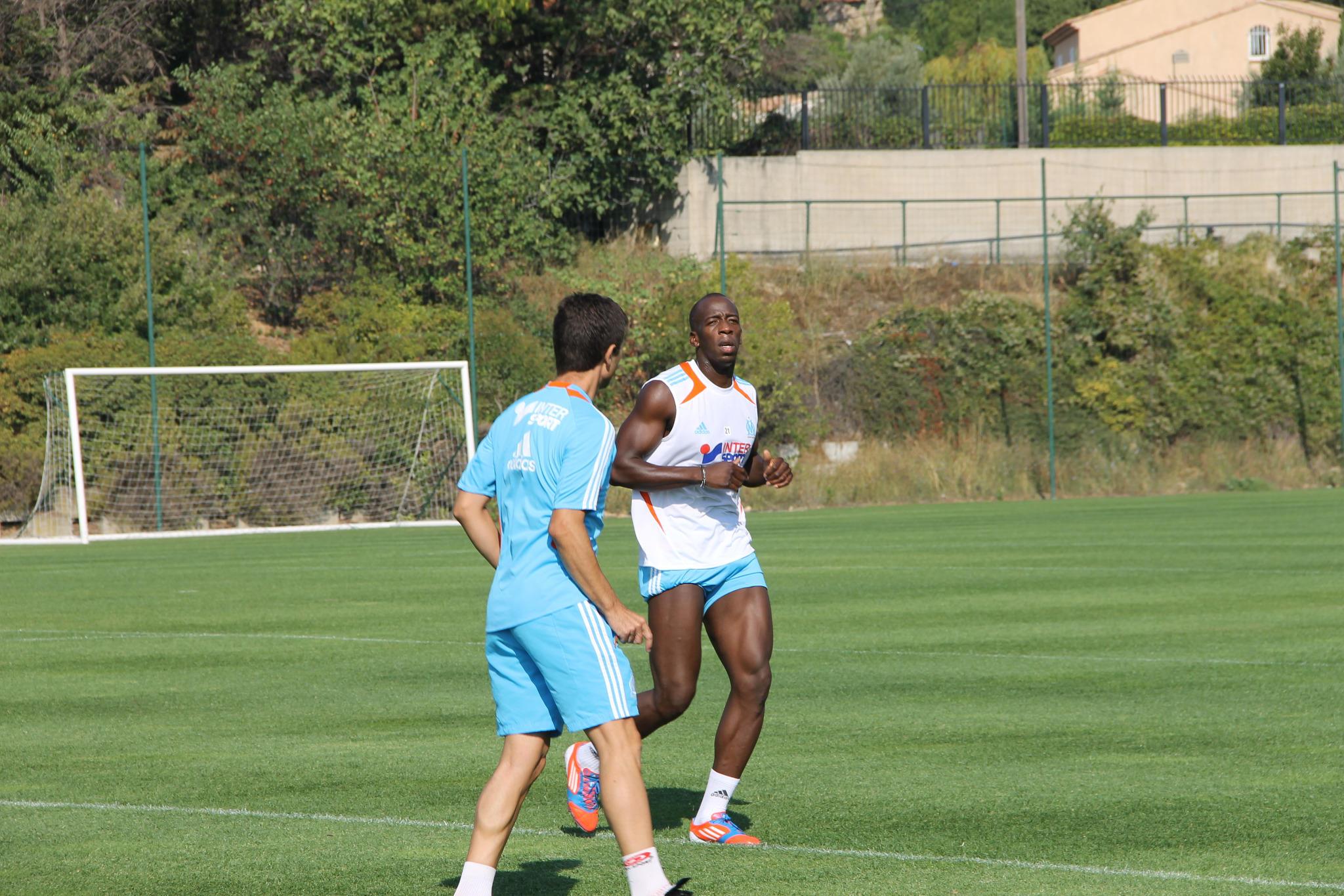 [Souleymane Diawara] de retour à la compétition, mais à quand pour le foot ? A2GM4JOCEAAwKBR