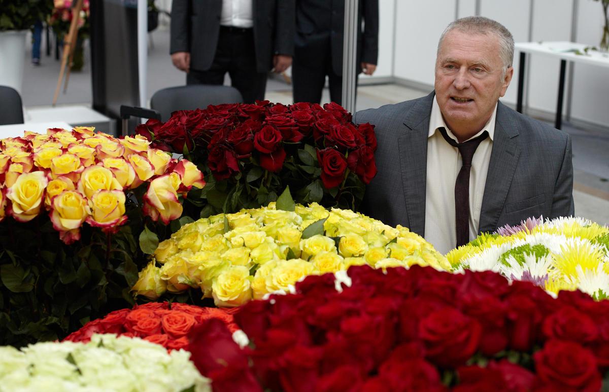 картинки путин с цветами