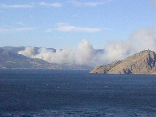 Forest #fire burns near Peachland. #cbc http://pic.twitter.com/qeULkZNY