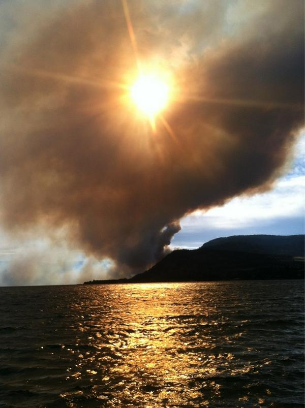Hoping everyone in peachland BC is evacuated safe and sound. Pretty crazy site from our docks. http://pic.twitter.com/UltMcxKy