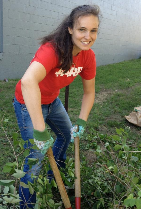 Annnnd then they gave me the equivalent of gardening power tools #dayofservice #remembering911 #aarp #rockford http://pic.twitter.com/ptIeV9YY