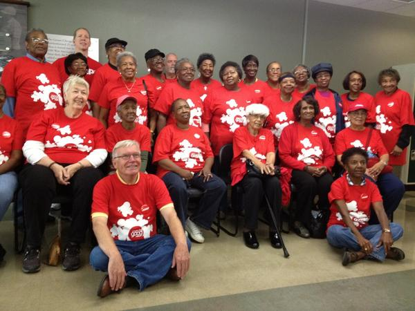 This team helped feed thousands today! @aarpillinois @createthegood #remember911 #dayofservice @fooddepository http://pic.twitter.com/1VJpxEUJ