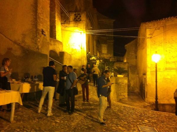 Sta calabrissella mia murire mi fa...si canta a borgo chianura a #Amantea http://pic.twitter.com/bqaAkEy2
