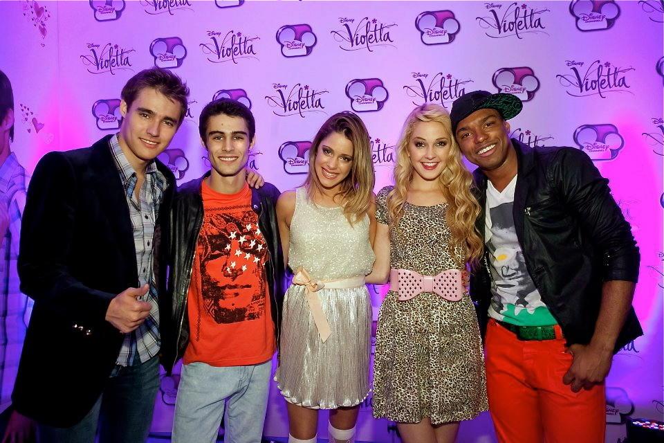 Leon, Tomas, Violetta, Ludmila e Broduey .