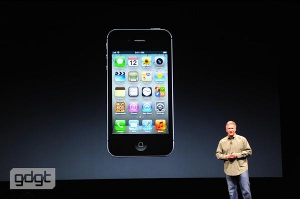 Фил Шиллер на сцене. Будет рассказывать о новом iPhone. http://pic.twitter.com/DBcDrT71