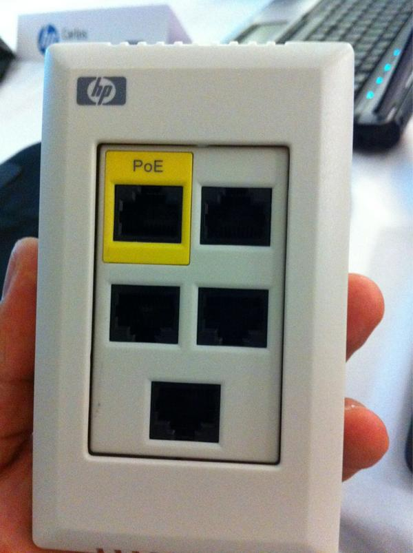 Acces point para varios dispositivos, hasta para la refrigeradora http://pic.twitter.com/7vKe3gDf