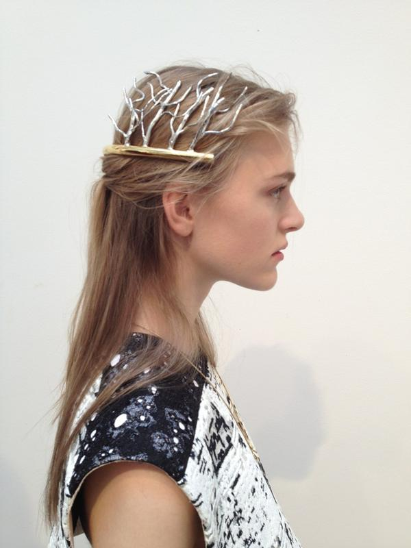 What a beautiful show yesterday, loving this head jewelry @BALENCIAGA http://t.co/ADa5bN02