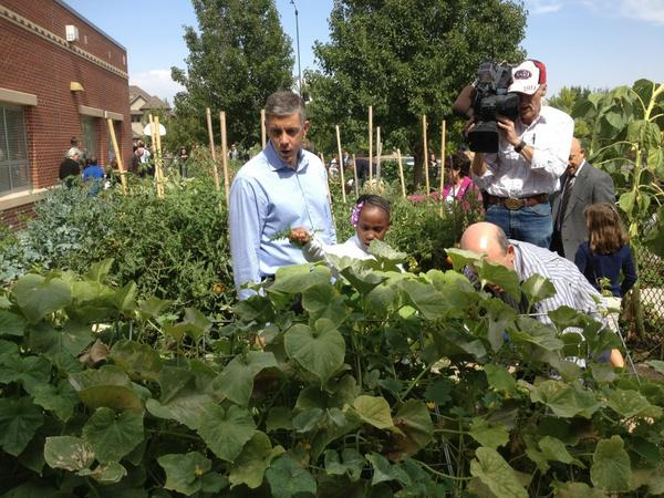 Lowry Elem. has a garden to cafeteria program providing fresh produce to its and other school's cafeteria. #edtour12 http://pic.twitter.com/e7OMyglw