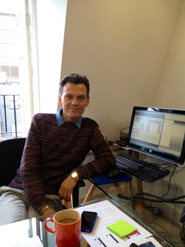Matthew Williamson is at his desk & ready to tweet! Send him your questions now with hashtag #AskLFW: http://pic.twitter.com/iBIXdlpY